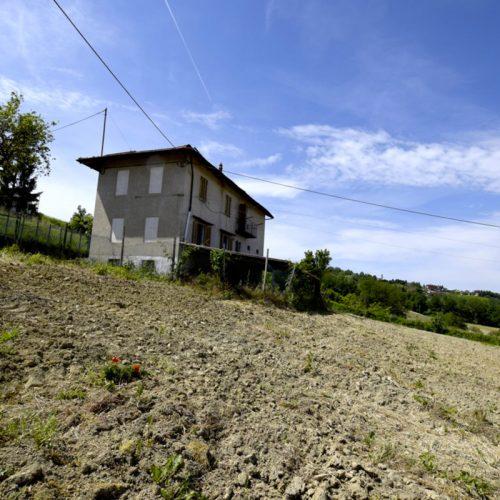 Studio Anna Cane | Prima dei lavori | Casa in zona agricola a Roddino - 1